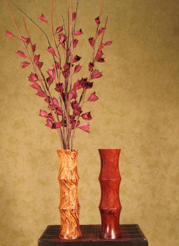 Wooden table vases 15 mangowood scalloped vase for Decoration table orientale